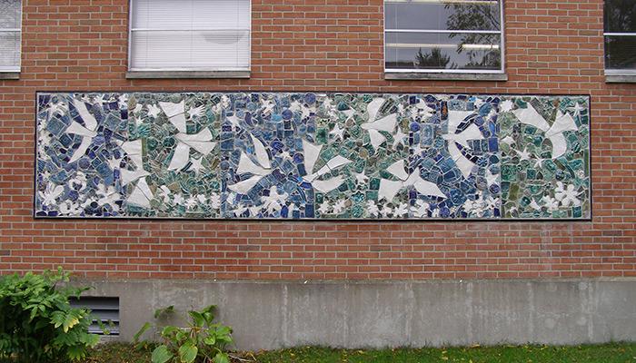 03-Syracuse_NY_Petiti_Library_105_Victoria_photo_S_Gruber_Oct_2011-3