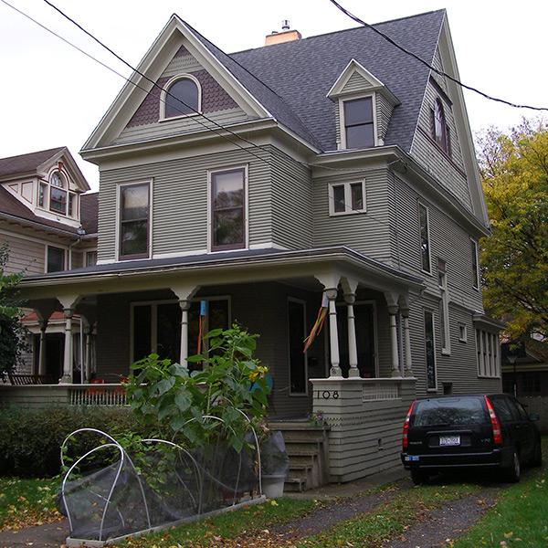 05-Syracuse_NY_108_Victoria_photo_S_Gruber_Oct_2011-1