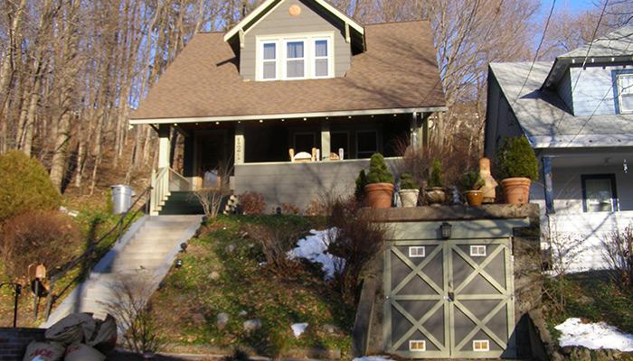 10-Syracuse_NY_121_Buckingham_photo_S_Gruber_Jan_2011-(3)