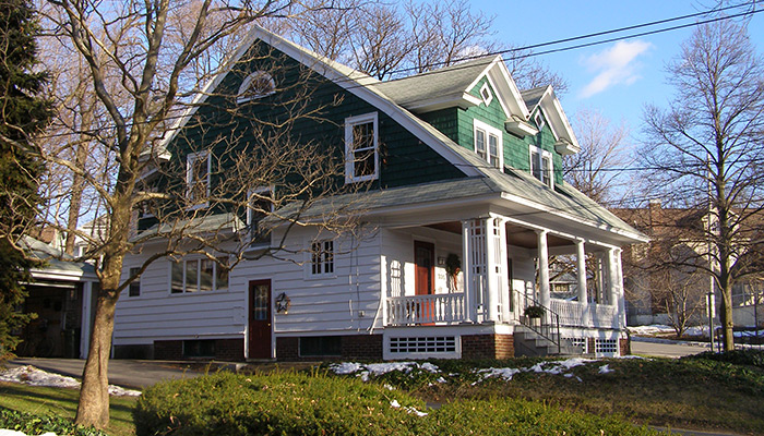 14-Syracuse_NY_335_Kensington_Rd__photo_S_Gruber_Jan_2011