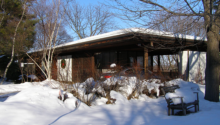 34-Syracuse_NY_213_Scottholm_Terrace_Skoler_House_1957-_photo_S_Gruber_Dec_2010-(3)
