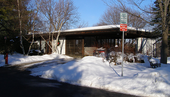 34-Syracuse_NY_213_Scottholm_Terrace_Skoler_House_1957-_photo_S_Gruber_Dec_2010-(6)