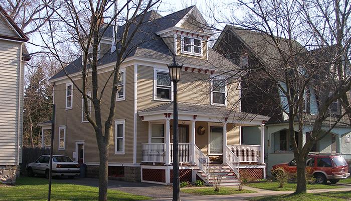 10-Syracuse_NY_205_Harvard_Pl_photo_S_Gruber_May_2007