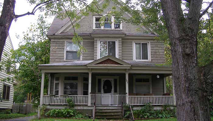 45-Syracuse_NY_147_Cambridge_photo_S_Gruber_Oct_2011