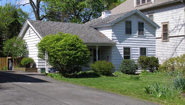 62-Syracuse_NY_704_S_Beech_photo_S_Gruber_Apr_29_2012