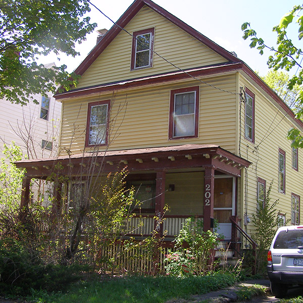 14a-Syracuse_NY_202_Greenwood_Pl_photo_S_Gruber_Apr_29_2012