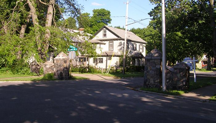 20a-Syracuse_NY_Thornden_Park_photo_S_Gruber_May_2009-011